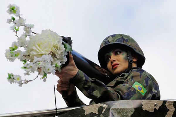 La Fleur Au Fusil Abcd Etc Comme